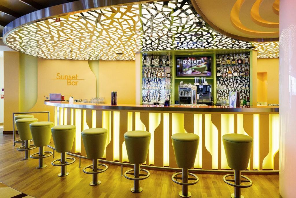 AIDAperla bar Sunset