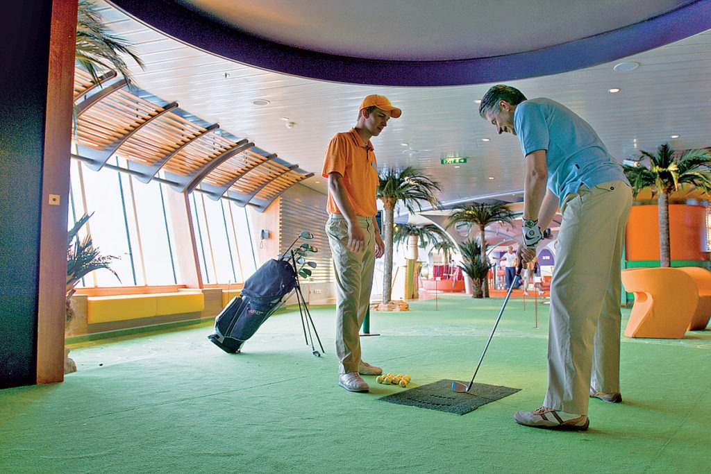 AIDAluna golf